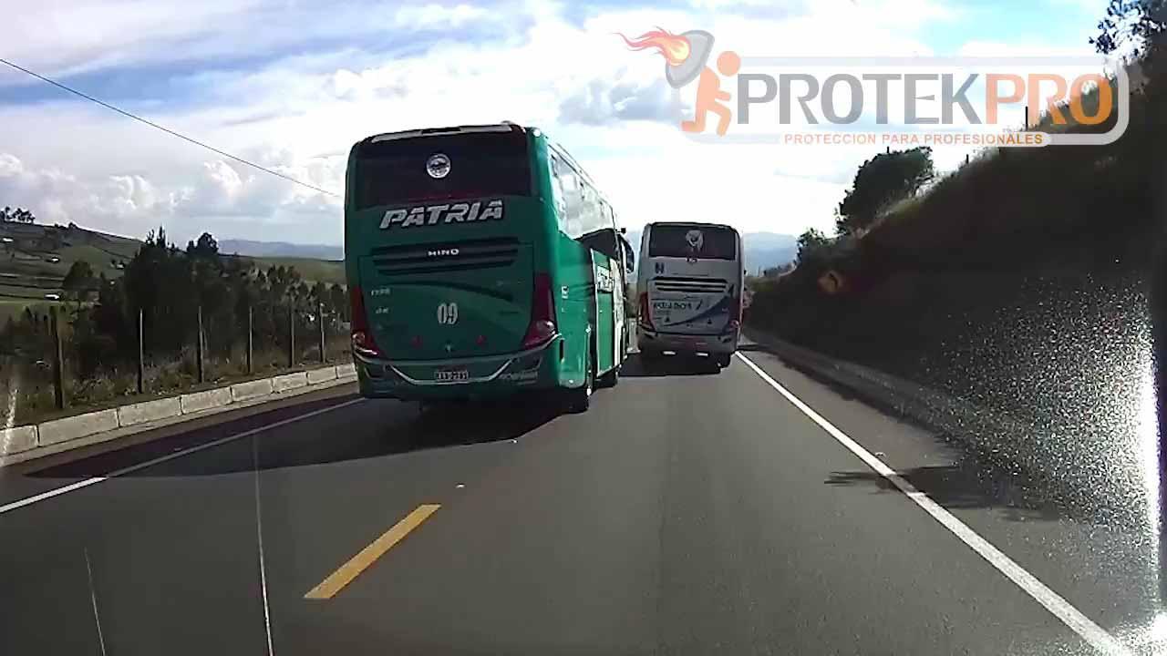 Dangerous Bus Driving Caught on Dashcam