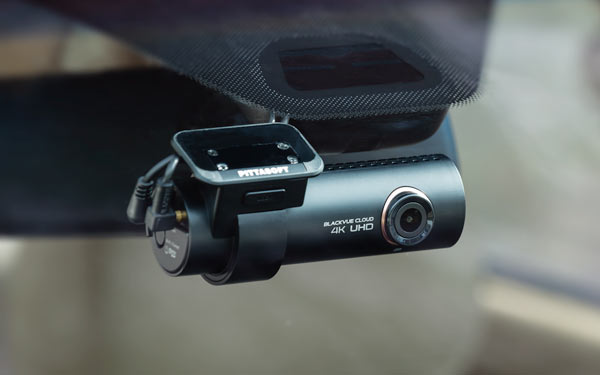 blackvue-dr900s-2ch-4k-dash-cam-in-car